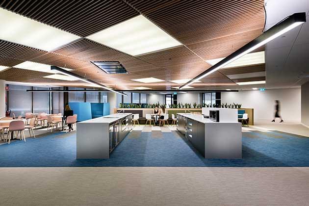 Sit stand e colori per il benessere in ufficio ioarch costruzioni