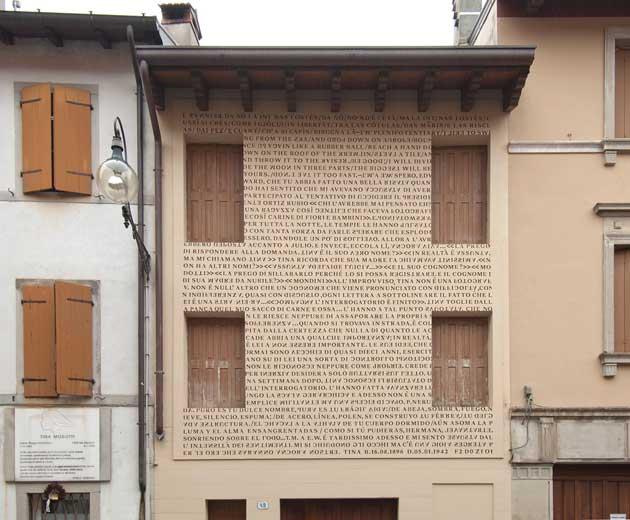 Le parole di tina modotti sul fronte della casa natale di udine